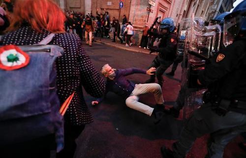 تظاهرات مخالفان واکسیناسیون در ایتالیا/ عکس