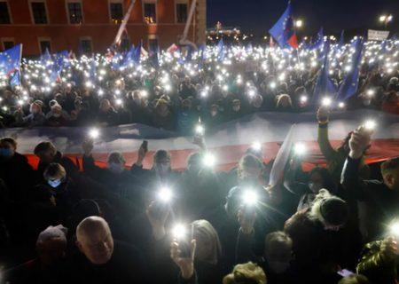 تظاهرات طرفداران برتری قوانین اتحادیه اروپا بر قوانین ملی در لهستان/ عکس