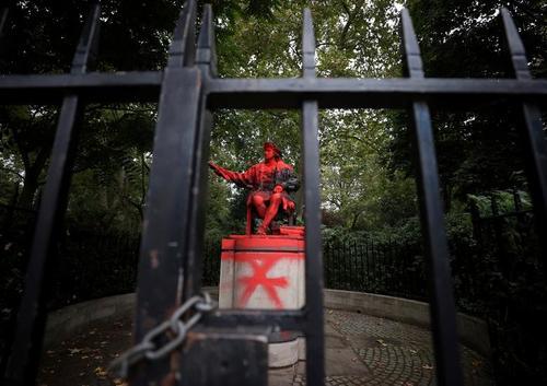 مجسمه تخریب شده کریستف کلمب در لندن/ عکس