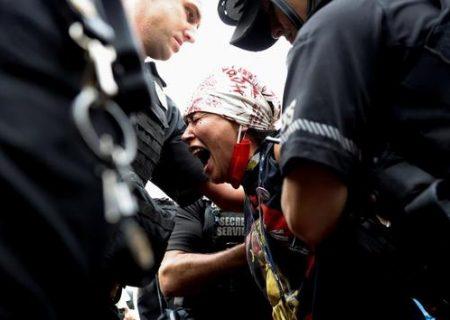 تظاهرات بومیان آمریکا مقابل کاخ سفید/عکس