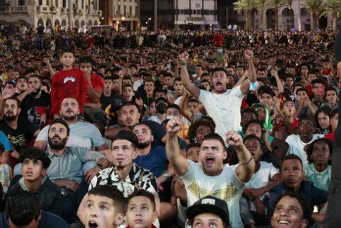 تماشای فوتبال لیبی و مصر در شرایط کرونا/ عکس