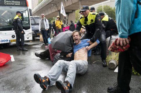تظاهرات فعالان محیط زیست در هلند/ عکس